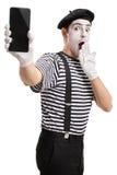 Artista del mimo che mostra un telefono Fotografie Stock