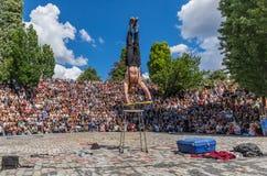 Artista della via ed acrobate, Mauerpark berlino fotografie stock