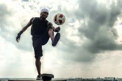 Artista di stile libero di calcio Fotografie Stock Libere da Diritti