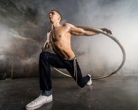 Artista do circo na roda do aCyr Fotografia de Stock Royalty Free