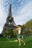Artista en la torre Eiffel imágenes de archivo libres de regalías