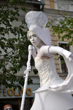Artista en los zancos, teatro de la calle Imagenes de archivo