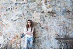 Artista femminile in studio Fotografia Stock