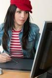 Artista grafico o retoucher fotografie stock libere da diritti