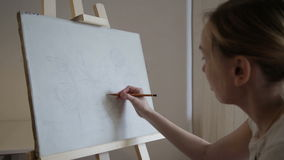 Artista Makes um esboço video estoque