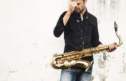 Artista musical Playing Saxophone Concept del Jazzman foto de archivo