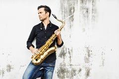 Artista musical Playing Saxophone Concept do Jazzman imagem de stock