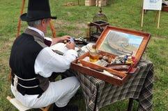 Artista no vestuário colonial Fotografia de Stock Royalty Free