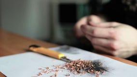 Artista Painting en el papel almacen de video