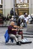 Artista que juega un violín en el della Repubblica de la plaza en Florencia Imagen de archivo libre de regalías