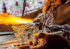 Artista que sopla de cristal en Tailandia Imagenes de archivo