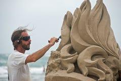 Artista que trabaja por el mar Fotos de archivo