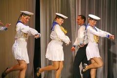 Artistas del funcionamiento, solistas de los soldados y bailarines de la canción y conjunto de la danza del distrito militar del  Imagenes de archivo