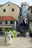 Artistas en el cuadrado central de la ciudad de Herceg Novi Fotos de archivo libres de regalías