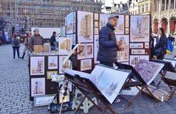 Artistas en la plaza de Grand Place Foto de archivo
