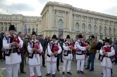 Artistas tradicionais romenos da música Imagens de Stock