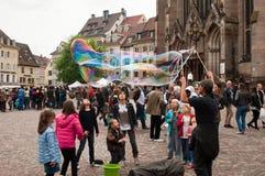 Artiste με τις φυσαλίδες σαπουνιών Στοκ φωτογραφία με δικαίωμα ελεύθερης χρήσης