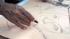 Artiste au travail de dessin de potrait photographie stock