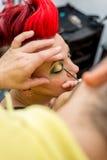 Artiste d'homme de maquillage Photo stock