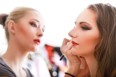 Artiste de maquillage image stock