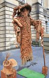 Artiste de rue, homme de flottement, avec le festival Ecosse de frange d'Edingurgh Image libre de droits