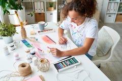 Artiste féminin inspiré photographie stock