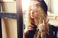 Artiste Girl Drawing Sketches photo stock