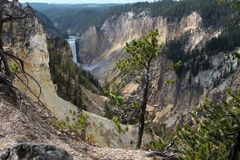 Artiste Point Water Fall dans Yellowstone photos stock