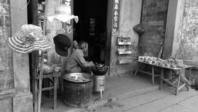 Artistes de berge de village de Hongcun Photographie stock