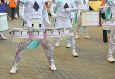 Artistes de cirque avec des tambours photographie stock