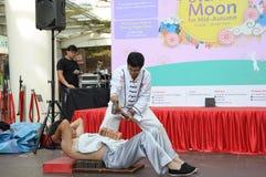 Artistes martiaux exécutant à Singapour images libres de droits