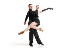 Artistes professionnels dansant au-dessus du blanc photographie stock libre de droits