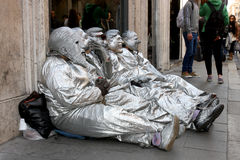 Artisti con las máscaras italianas de los políticos Imagen de archivo libre de regalías