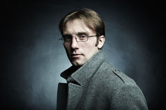 Artistiek donker portret van de jonge mooie man royalty-vrije stock afbeelding