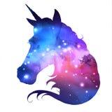 Artistiek silhouet van fantasie dierlijke eenhoorn op open plekachtergrond royalty-vrije illustratie