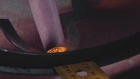 Artistiek smeedstuk Decoratieve metaalproducten Close-up: kunstsmeedstuk stock videobeelden