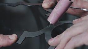 Artistiek smeedstuk Decoratieve metaalproducten Close-up: kunstsmeedstuk stock video