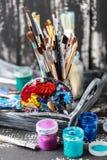 Artistieke apparatuur Borstels en verven voor tekening Punten voor kinderen` s creativiteit Royalty-vrije Stock Foto's
