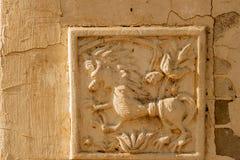 Artistieke hulp op bewaarde oude muur Royalty-vrije Stock Afbeeldingen