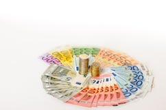 Artistieke regeling van Euro nota's en muntstukken Royalty-vrije Stock Foto's
