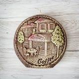 Artistieke ronde kaars op de houten achtergrond Stock Afbeeldingen