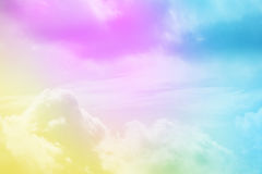 Artistieke wolk en hemel met de kleur van de pastelkleurgradiënt Stock Foto
