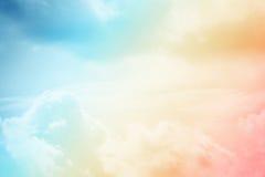 Artistieke wolk en hemel met de kleur van de pastelkleurgradiënt Royalty-vrije Stock Foto's
