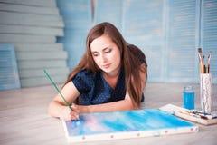 Artiston la peinture de plancher Photographie stock libre de droits