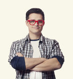 Artmann in den roten Gläsern Stockfotos