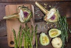 Artochoke和aspargus 免版税库存图片