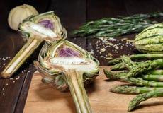 Artochoke和aspargus 库存图片