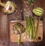 Artochoke y aspargus Foto de archivo