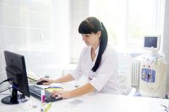 Arts bij het ziekenhuis Royalty-vrije Stock Foto