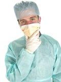 Arts - Chirurg die masker draagt Stock Foto's
